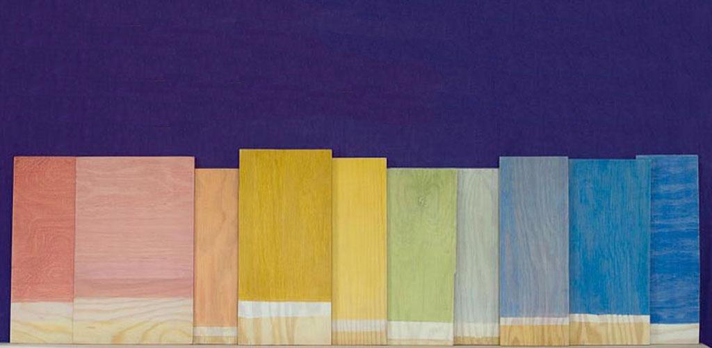 I en waldorfskola är väggarna ofta laserade i olika färger beroende på vilken årskurs, här ett exempel på färgskala för åk 1 till 12.
