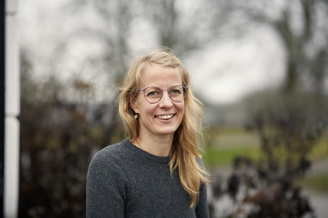 Annika Lüthi är biologisk-geovetare och undervisar på Skillebyholms trädgårdsutbildningar.  Foto: Erik Olsson