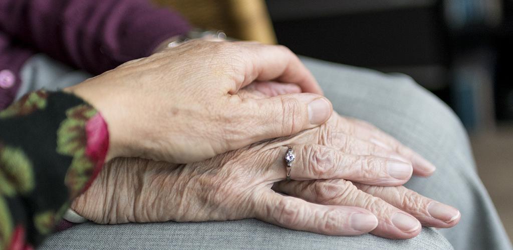 Hur kan vi hjälpas åt att göra gamla människors sista år i livet mindre ensamma och mer meningsfyllda? frågar leg psykoterapeut Ann Mari Orrenius i denna gästblogg.